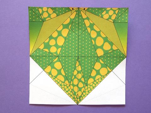 Modèle de brontosaure en origami colorié