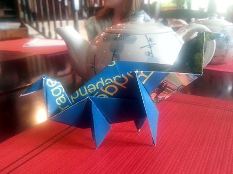 Brontosaure bleu en origami