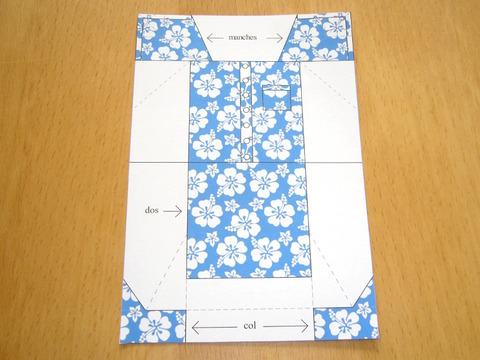 Modèle de chemise en origami colorié