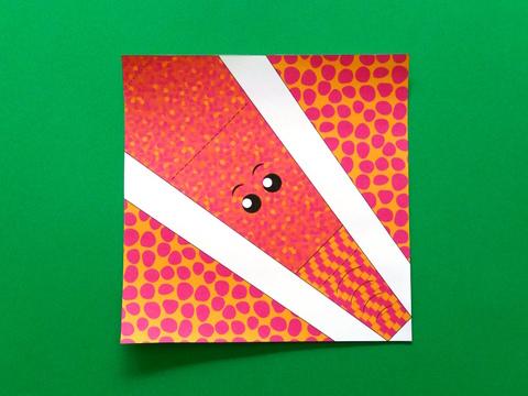 Modèle de tête d'éléphant en origami colorié